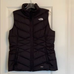 Black The North Face puffer vest - Large